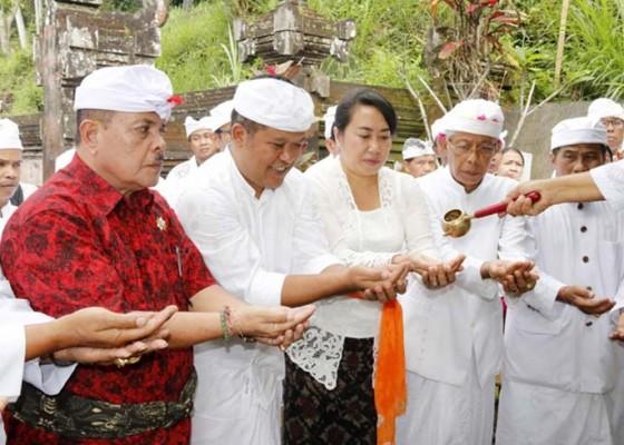 Nusabali.com - phdi-gelar-penglukatan-agung-banyu-pinaruh-di-pura-taman-sari