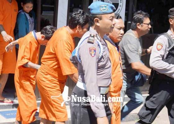 Nusabali.com - polisi-gerebek-pesta-shabu-di-rendang