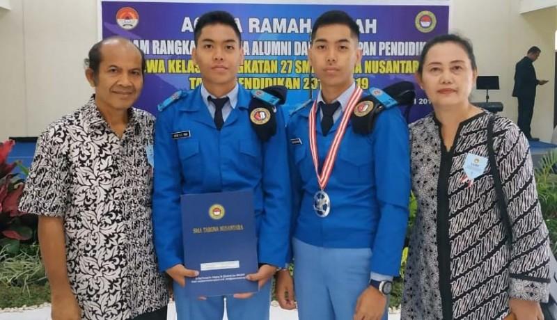 www.nusabali.com-siswa-kembar-asal-buleleng-lulusan-terbaik-sma-taruna-nusantara