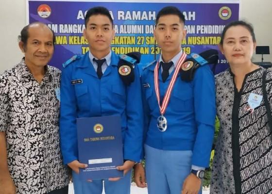 Nusabali.com - siswa-kembar-asal-buleleng-lulusan-terbaik-sma-taruna-nusantara