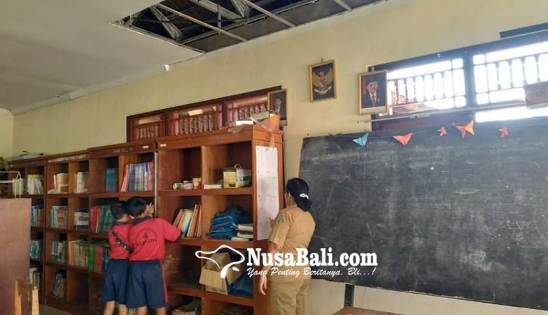 www.nusabali.com-plafon-perpustakaan-jebol-program-calistung-ditunda