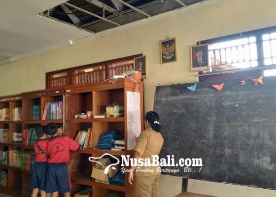 Nusabali.com - plafon-perpustakaan-jebol-program-calistung-ditunda