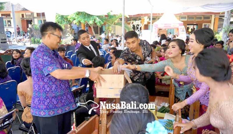 www.nusabali.com-perpisahan-siswa-dan-guru-berdonasi