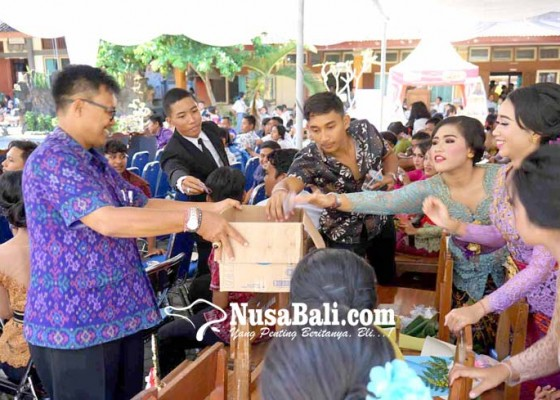 Nusabali.com - perpisahan-siswa-dan-guru-berdonasi