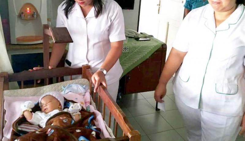 www.nusabali.com-bayi-laki-laki-ditinggal-di-gerbang-panti-asuhan