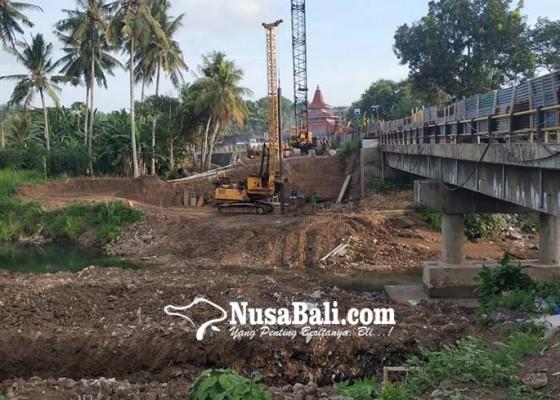 Nusabali.com - jelang-angkutan-lebaran-bbpjn-tambal-jalan