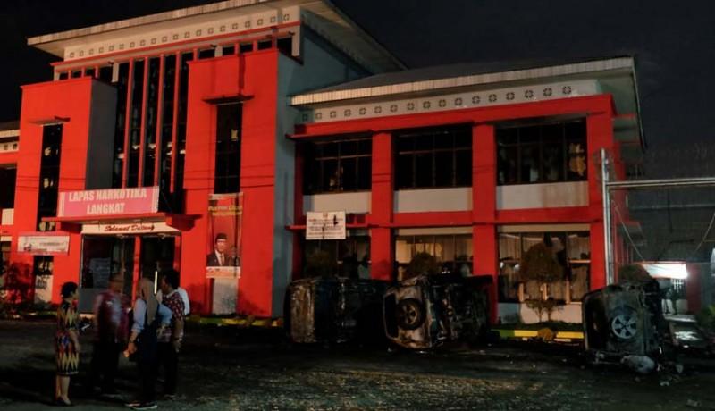 www.nusabali.com-16-kendaraan-terbakar-92-orang-narapidana-sempat-kabur
