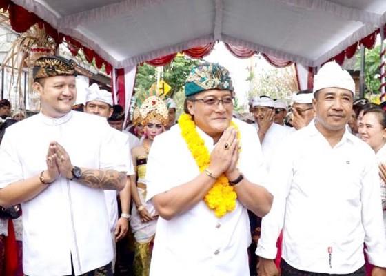 Nusabali.com - bupati-giri-prasta-serahkan-hibah-rp-400-juta