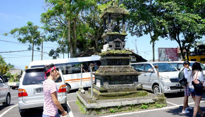 www.nusabali.com-tugu-pahlawan-di-tengah-parkir-tirta-gangga