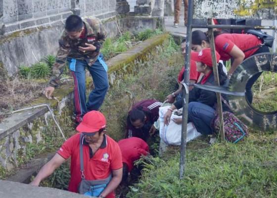Nusabali.com - bali-resik-sampah-plastik-di-desa-pancasari