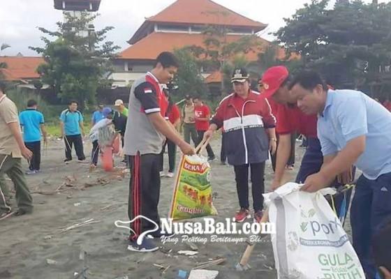 Nusabali.com - mareresik-sampah-plastik-di-tanah-ampo