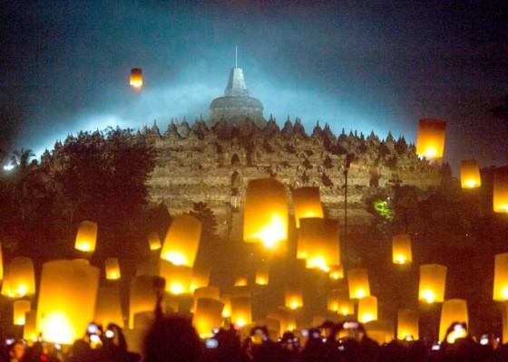 Nusabali.com - tri-suci-waisak-momentum-umat-buddha-evaluasi-diri
