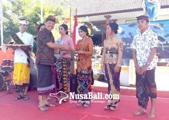 Nusabali.com - sekolah-smasmk-belum-terima-blangko-ijazah