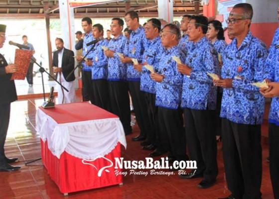 Nusabali.com - bupati-lantik-19-pj-perbekel-dan-lurah-lelateng