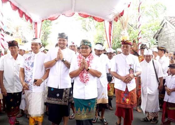 Nusabali.com - bupati-giri-prasta-mendem-pedagingan-di-pura-begawan-penyarikan-muding-kelod