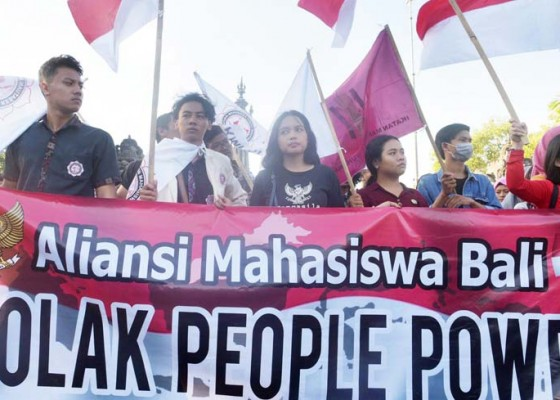 Nusabali.com - puluhan-mahasiswa-demo-tolak-aksi-people-power
