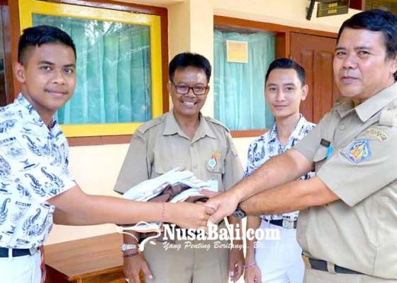 Nusabali.com - siswa-smasmk-sumbangkan-seragam-sekolah