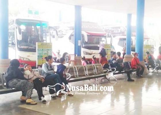 Nusabali.com - penumpang-di-terminal-mengwi-mulai-meningkat