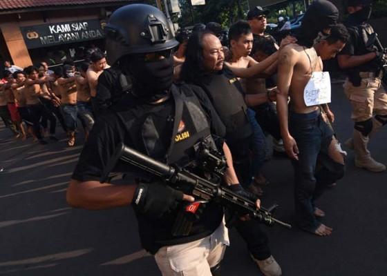 Nusabali.com - 442-perusuh-ditangkap-sehari-dibayar-rp-300000