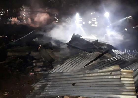 Nusabali.com - bedeng-terbakar-seorang-dibawa-ke-rs-karena-shock