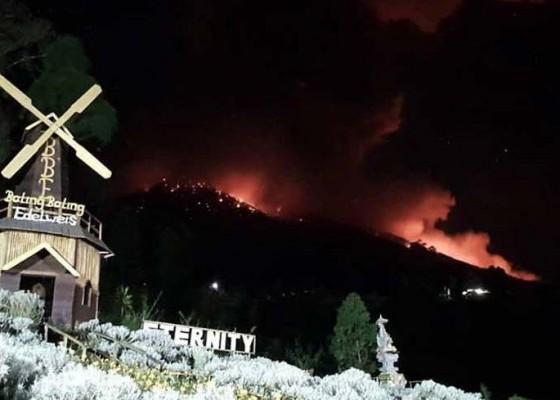 Nusabali.com - gunung-agung-erupsi-abu-sampai-ke-bangli