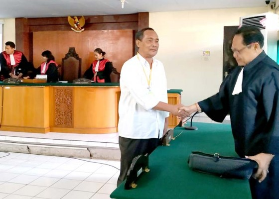 Nusabali.com - ditanya-hakim-saksi-gugup-terdakwa-minta-maaf