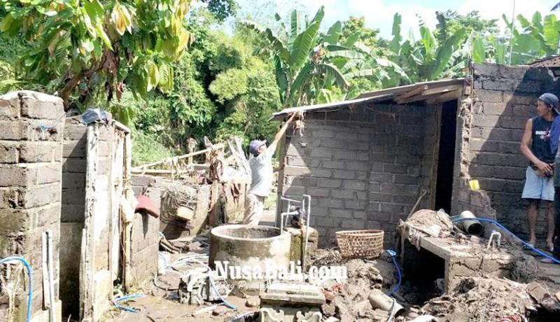 www.nusabali.com-banjir-sungai-ijogading-hantam-rumah-pamangku-dalem-pendem