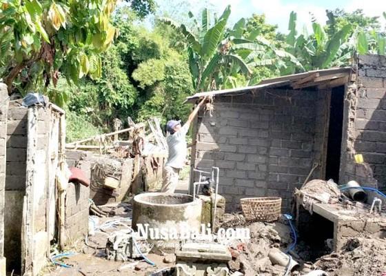 Nusabali.com - banjir-sungai-ijogading-hantam-rumah-pamangku-dalem-pendem