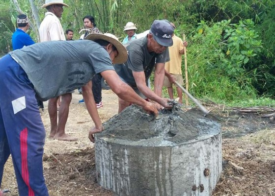 Nusabali.com - tolak-pembangunan-perumahan-subak-pasang-portal