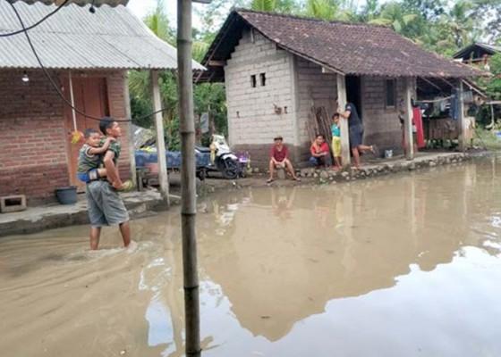 Nusabali.com - semua-motor-yang-terendam-sudah-diupacarai-saat-tumpek-landep