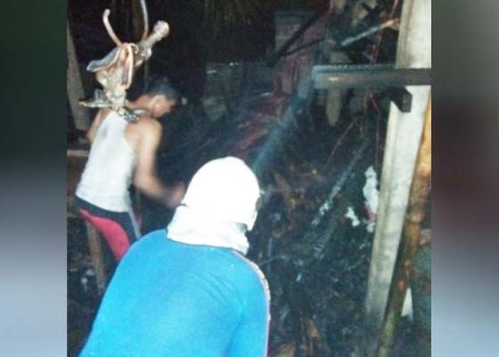 Nusabali.com - diduga-pengaruh-api-dupa-gudang-arang-terbakar
