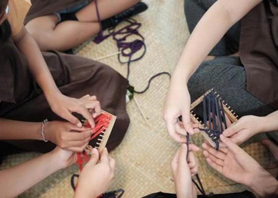 Nusabali.com - rayakan-kreativitas-bersama-di-hands-on-charcoal-for-children-2019
