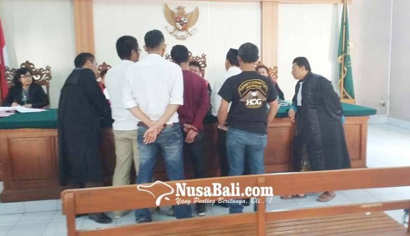www.nusabali.com-saksi-polisi-dan-pengacara-terdakwa-nyaris-baku-hantam