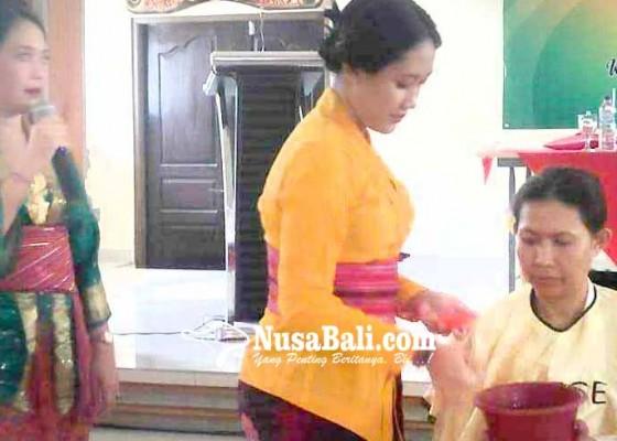 Nusabali.com - anggota-whdi-dilatih-tata-rias