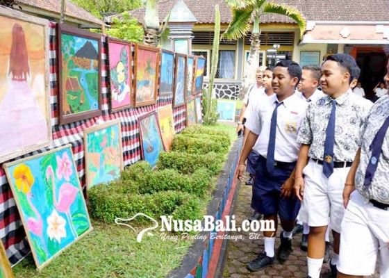 Nusabali.com - perpisahan-siswa-smpn-2-selat-gelar-pameran-seni