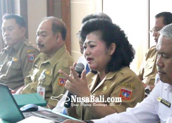 Nusabali.com - bupati-mas-sumatri-pantau-penggunaan-aplikasi-simda