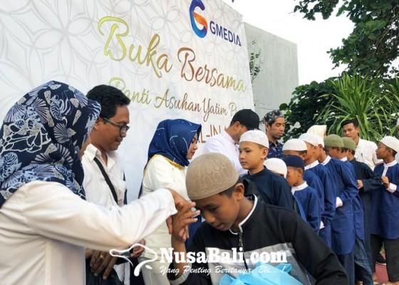 Nusabali.com - safari-ramadhan-gmedia-ditutup-dengan-buka-dan-berbagi
