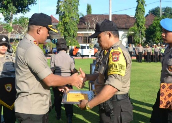 Nusabali.com - prestasi-picner-kamtibmas-11-bhabin-dapat-reward