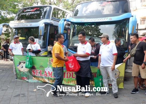 Nusabali.com - pedagang-martabak-di-bali-mudik-bareng