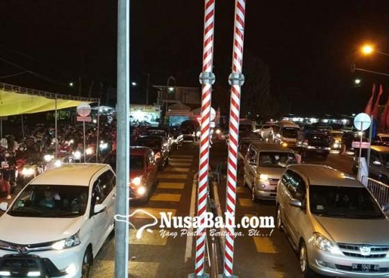 Nusabali.com - arus-mudik-melonjak-kendaraan-roda-empat-antre-6-jam-di-gilimanuk