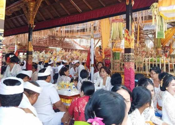 Nusabali.com - pura-tegeh-arya-wang-bang-pinatih-dipelaspas-tiga-sulinggih