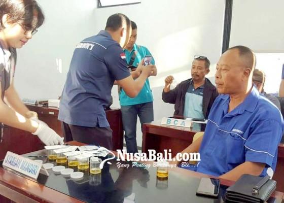 Nusabali.com - sopir-dan-kernet-bus-angkutan-mudik-tes-urine