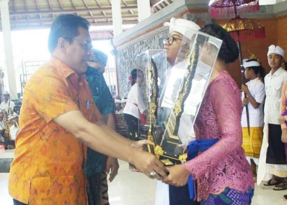 Nusabali.com - dua-siswa-smpn-1-semarapura-raih-sista-wijaya