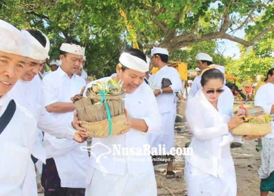 Nusabali.com - pemkab-jembrana-ngaturang-bakti-pujawali-di-pura-segara-rupek