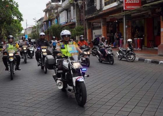 Nusabali.com - wakapolresta-patroli-lebaran-naik-motor
