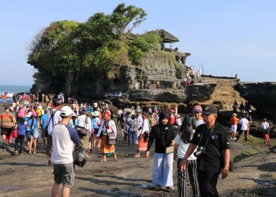 Nusabali.com - ribuan-wisatawan-serbu-tanah-lot