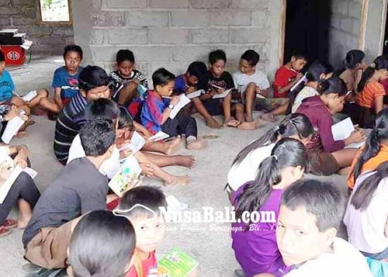 Nusabali.com - ikut-literasi-peserta-dapat-sepatu