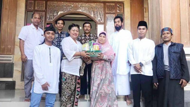 www.nusabali.com-bupati-mas-sumatri-silaturahmi-ke-kampung-muslim
