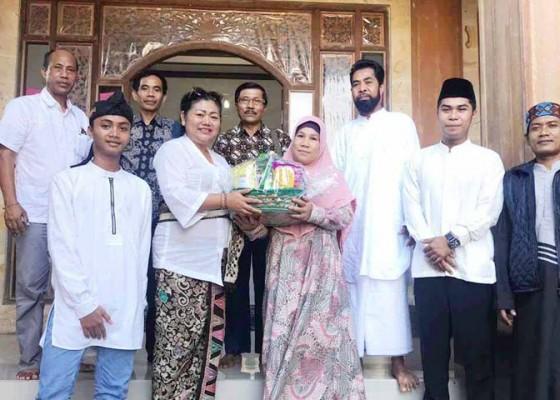 Nusabali.com - bupati-mas-sumatri-silaturahmi-ke-kampung-muslim