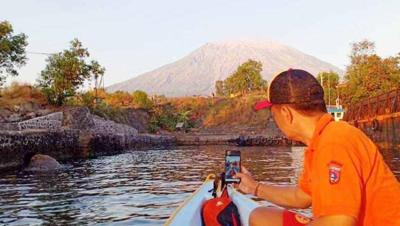 www.nusabali.com-bpbd-dan-balawista-pantau-gunung-agung